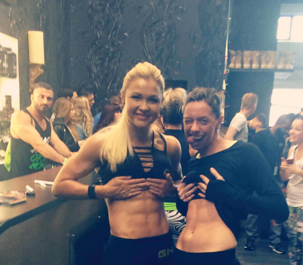 Muskelaufbau Frauen Sophia Thiel und Marina Müller auf der Fibo