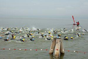 Triathlon vegan Schwimmer im Meer