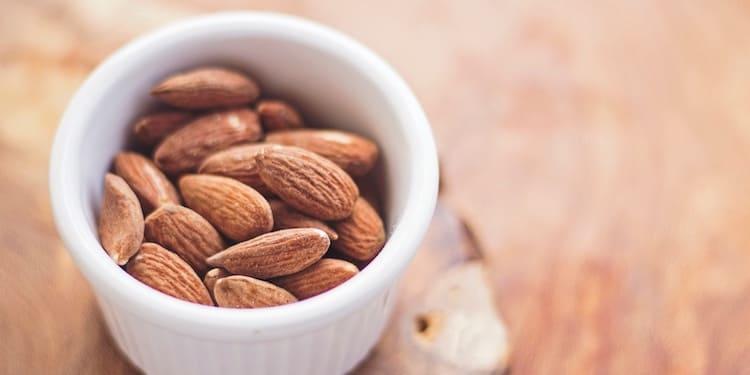 vegane-eiweißpulver-vegane-proteinpulver-mandeln